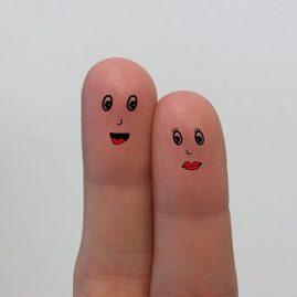 Être à deux doigts de